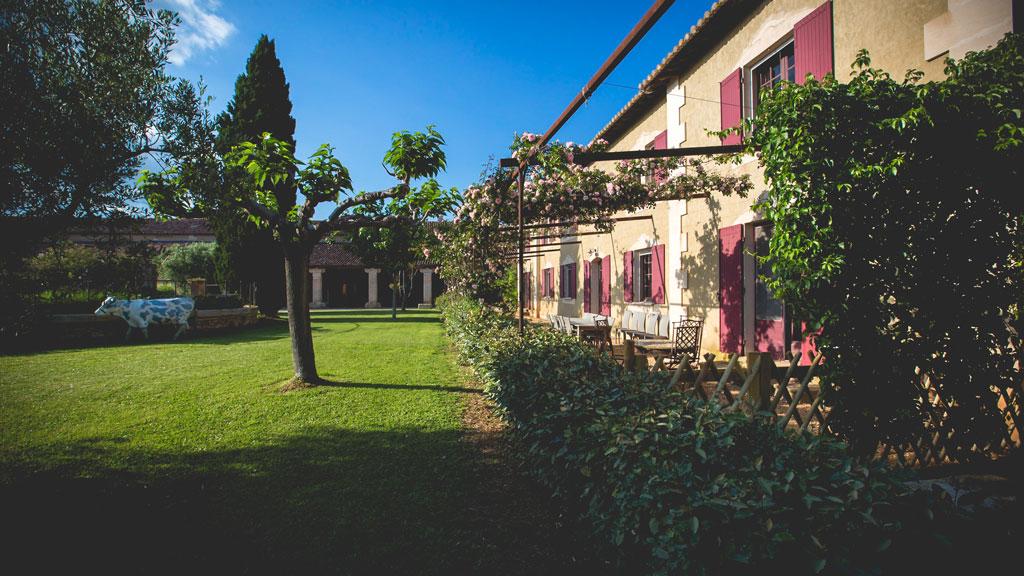 Courtyard terrace of Domaine d'Espeyran